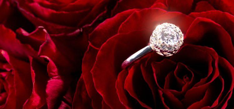 איך לבחור את טבעת האירוסין המושלמת בשבילה
