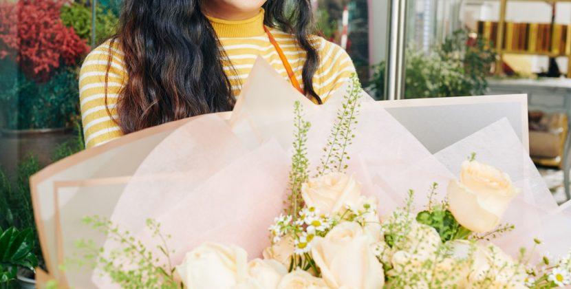 התרגשות עצומה בעת קבלת זר פרחים